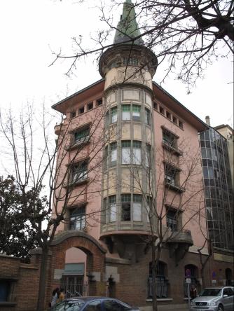 la punxa, edificio emblema del arquitecto Rafel Masó