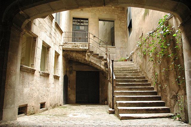 patio de una antigua casa del barrio judío de Girona